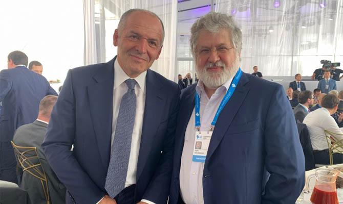 Коломойский впервые пришел на форум YES к Пинчуку