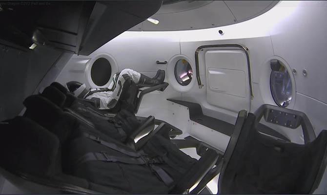 SpaceX обнародовала кадры испытаний своего нового Crew Dragon