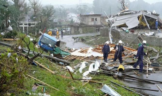 На Японию обрушился мощный тайфун, есть жертвы