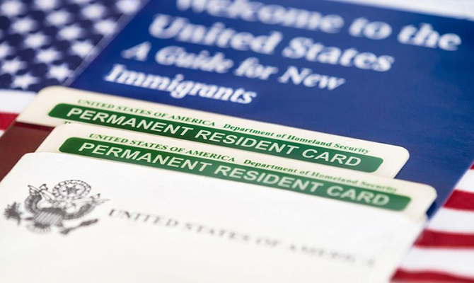 В США судьи заблокировали распоряжение об ужесточении выдачи грин-карт
