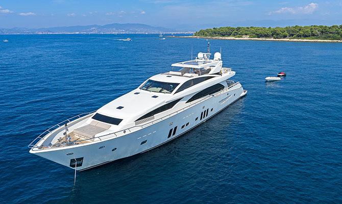 Богачи перестали покупать яхты из-за рисков в экономике