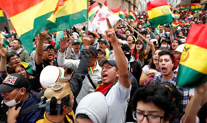 В Боливии на фоне протестов проведут новые выборы президента