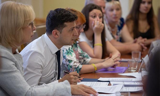 Зеленский в интервью западным СМИ рассказал о решении конфликта на Донбассе