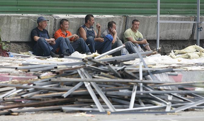 Половина украинцев работают нелегально или на заработках