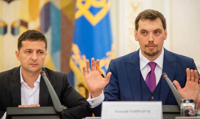 Зеленский решил пока не делать перестановки в правительстве
