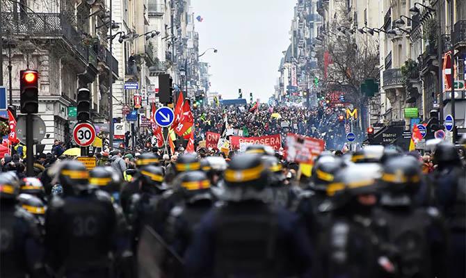 В Париже продолжаются протесты против пенсионной реформы