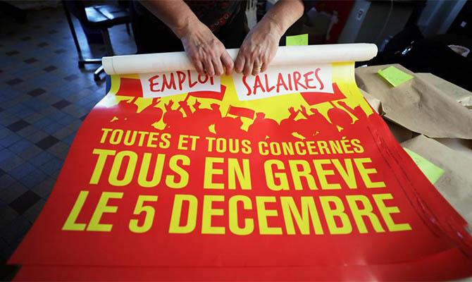 В Париже более ста тысяч человек протестуют против пенсионной реформы