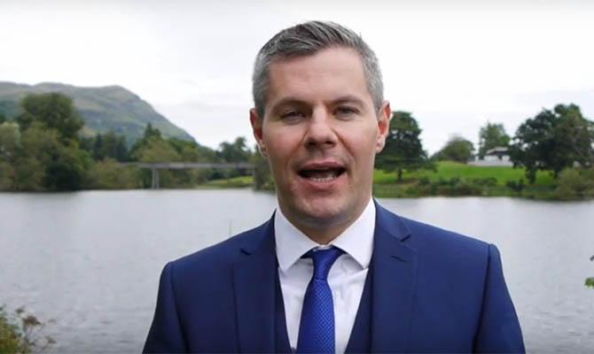 Глава Минфина Шотландии ушел в отставку из-за переписки с подростком