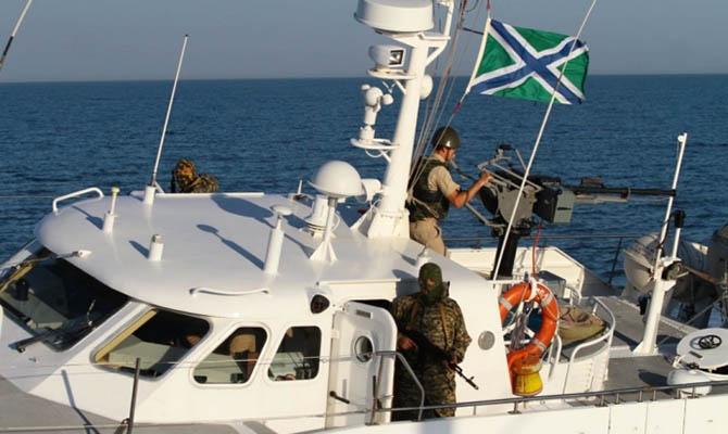 Российские пограничники задержали в Азовском море судно с украинцами