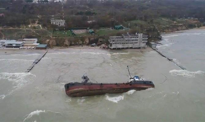Танкер Delfi может «застрять» на пляже Одессы до курортного сезона