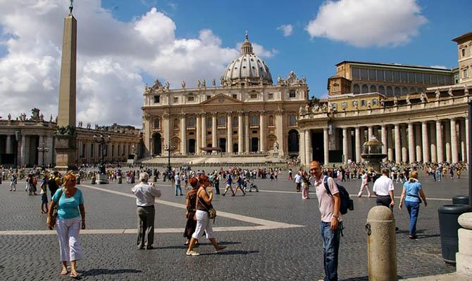 Ватиканский собор Святого Петра закрыли для туристов из-за коронавируса