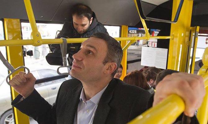 С 23 марта общественный транспорт Киева будет перевозить людей по спецпропускам