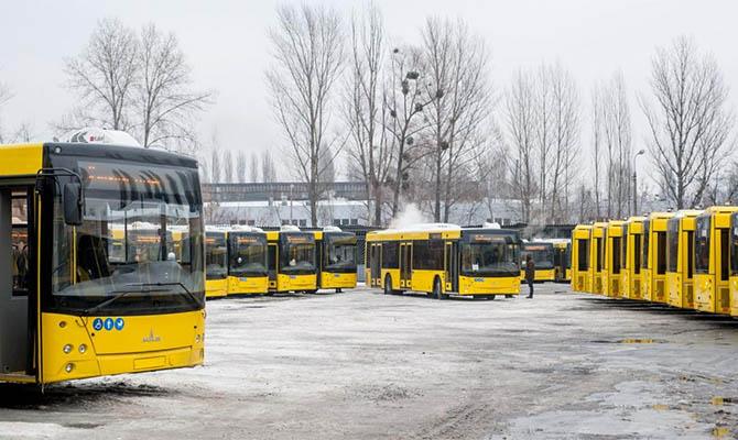 Киев остановил общественный транспорт – возят только по пропускам