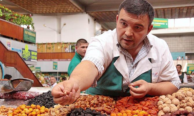Зеленский дал право решить судьбу небольших рынков местным властям