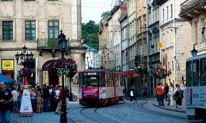 Во Львове в общественный транспорт тоже будут пускать по спецпропускам