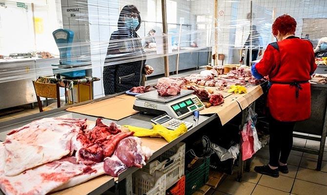 В Киеве заработали первые 10 продуктовых рынков