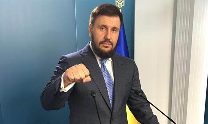 Суд объяснил, почему отменил заочный арест экс-министра доходов и сборов Клименко