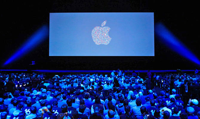 Apple перенесет на месяц презентацию новых iPhone