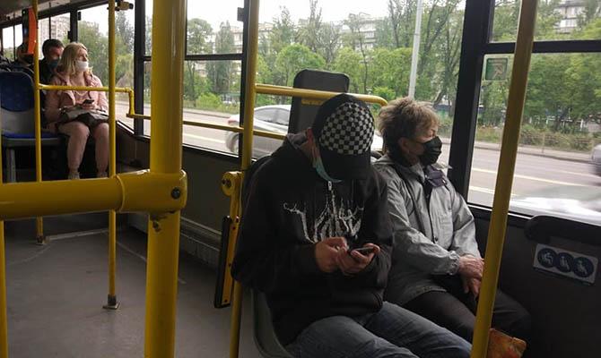 В общественный транспорт Киева не будут пускать без маски
