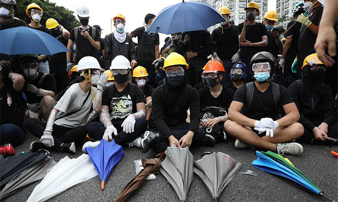 В Гонконге применили слезоточивый газ для разгона протестов