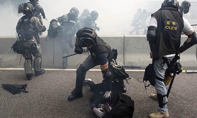 В Гонконге в ходе протестов задержали более сотни человек
