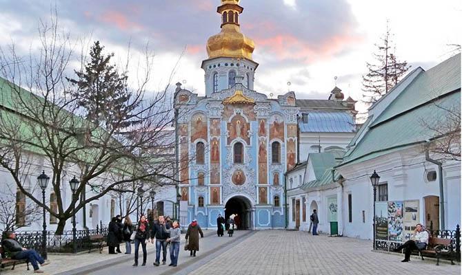 В Киево-Печерской лавре и еще двух монастырях Киева сняли карантин