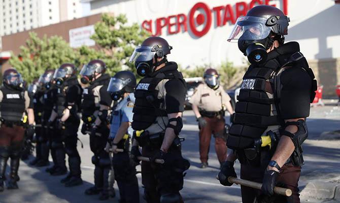 Трамп обещает взять ситуацию в Миннеаполисе под контроль