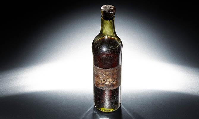 Бутылку французского коньяка продали на торгах Sotheby's за $150 тысяч