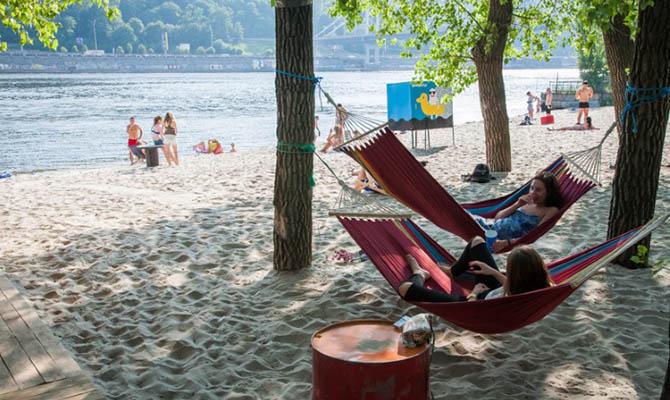 Кличко напомнил, что на киевских пляжах купаться запрещено