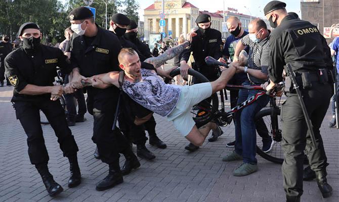 В Беларуси задержали сотни участников предвыборных пикетов