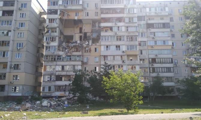 В многоэтажном доме в Киеве произошел взрыв газа, разрушено перекрытие 4 этажей