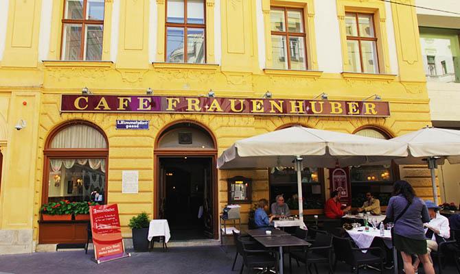 Мэрия Вены разослала горожанам ваучеры на €25 и €50 для похода в кафе
