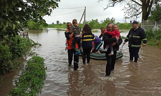 Из-за непогоды обесточены 103 населенных пункта, подтоплено почти 550 домов
