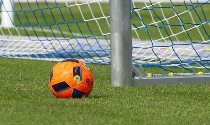 По госпрограмме в Украине построили почти 600 футбольных мини-полей: президент планирует еще 100