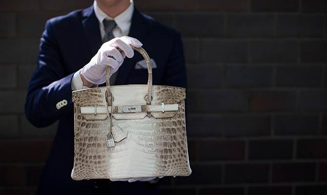Самые дорогие сумки в мире подешевели вдвое из-за коронавируса
