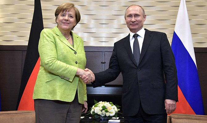 Меркель позвонила Путину поговорить про Украину