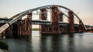 В Киеве прошли массовые обыски из-за схем на строительстве Подольского моста