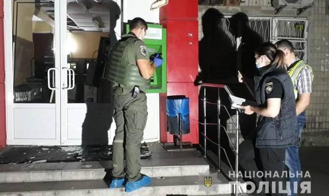 В Киеве ночью подорвали банкомат и украли деньги