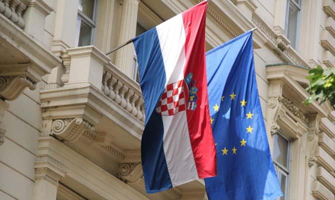 Хорватия продлила до середины августа ограничения на въезд украинцев
