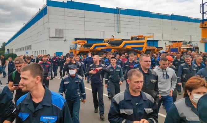 Все больше предприятий присоединяются к забастовкам в Беларуси