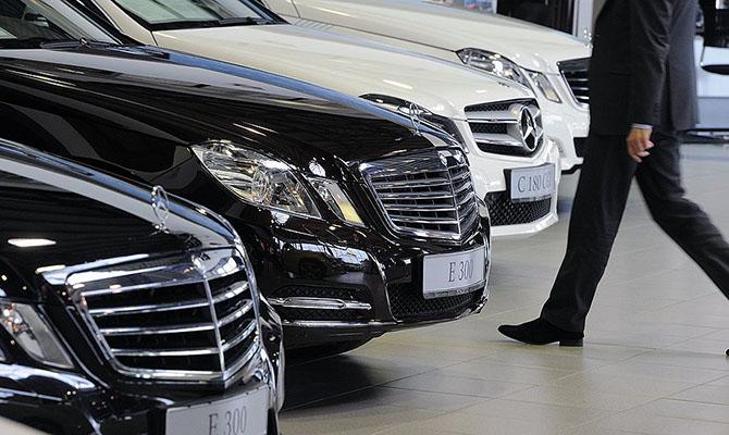 Импорт легковых автомобилей в Украину сократился на треть