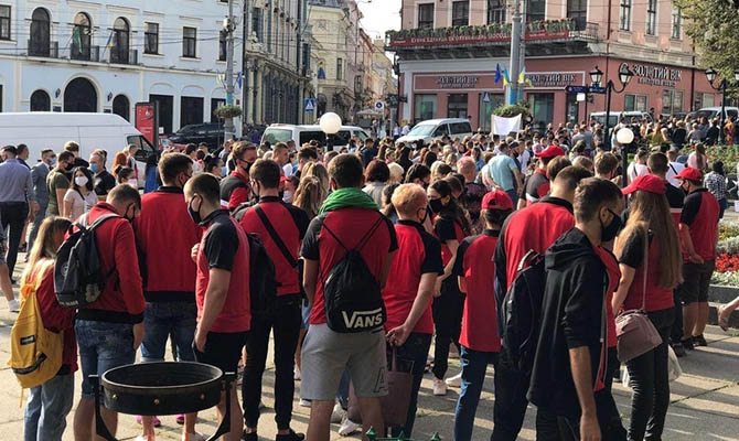 В Черновцах митингуют против «красных» карантинных ограничений