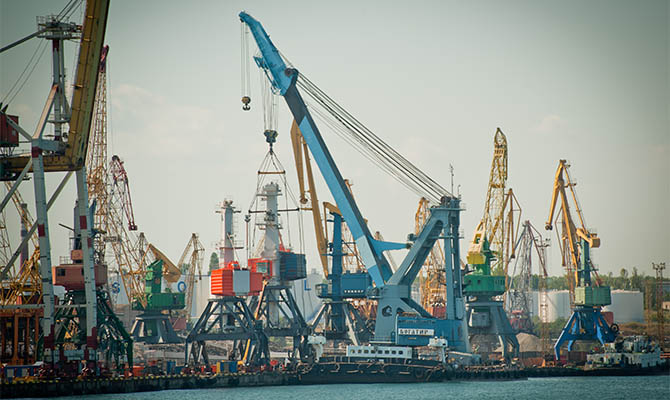 Украина рассматривает возможность передачи в концессию двух портов и приватизацию еще трех