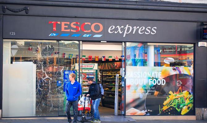 Супермаркеты в Великобритании вводят ограничения на покупку ряда продуктов