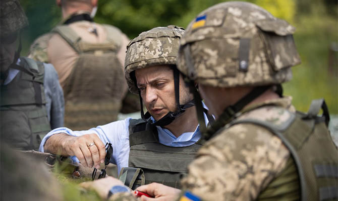 Зеленский в Донецкой области пообедал с военными и вручил награды