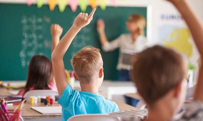 В Украине зарплаты педагогов увеличатся почти на 30%