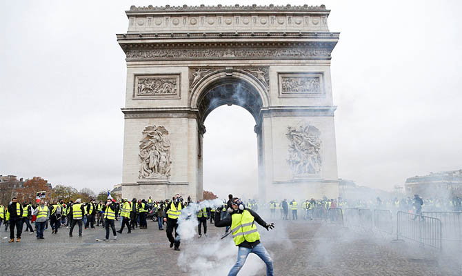 Amnesty International осудила действия полиции и судов против «желтых жилетов» во Франции