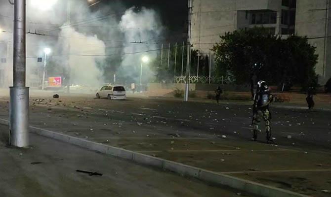 В Бишкеке столкновения силовиков с протестующими, есть пострадавшие
