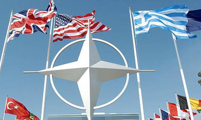 Зеленский в ходе визита в Лондон просил принять Украину в НАТО