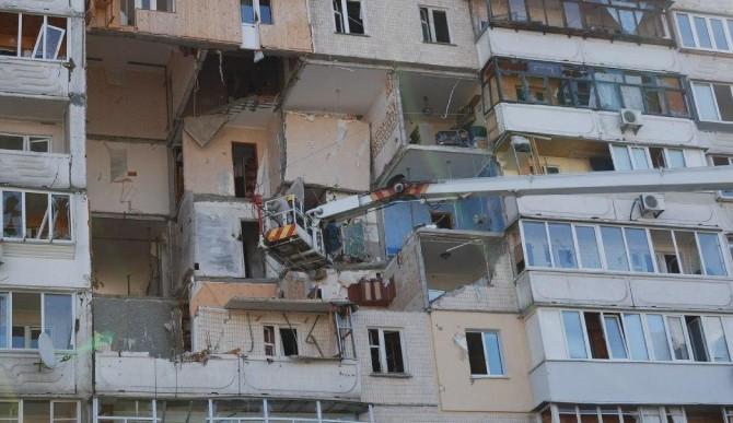 Взрыв на Позняках: в одной из квартир обнаружили оружие и взрывчатку